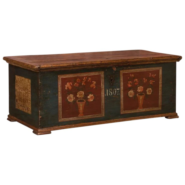 Antique trunk dating