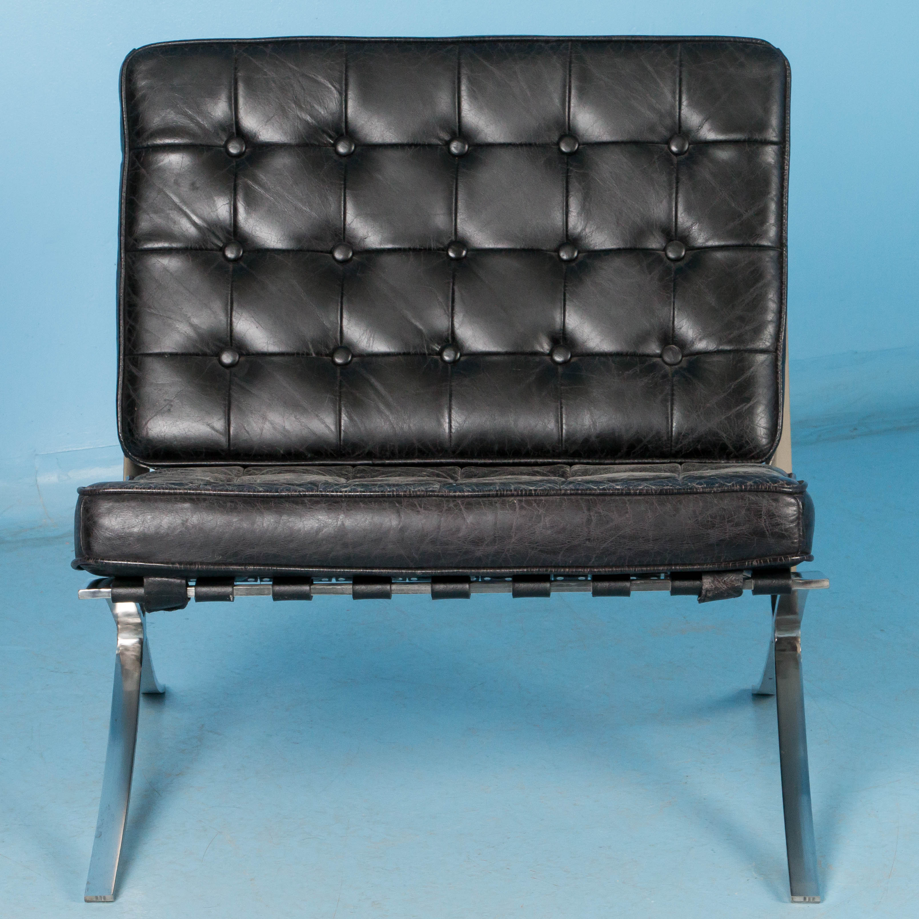 black leather barcelona style chair with chrome frame. Black Bedroom Furniture Sets. Home Design Ideas
